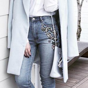 Denim - Floral Embroidered Jeans